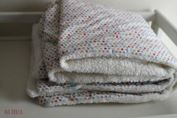 Par rubita // troussau de naissance : couverture, lapin musical, pyjama