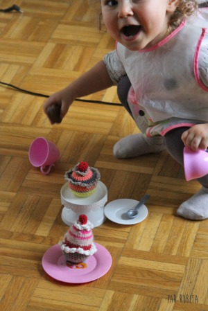Par rubita // Cupcakes en crochet par Un Brin de Malicia
